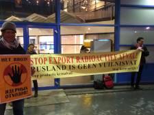Demonstratie tegen transporten verarmd uranium bij Sloterdijk