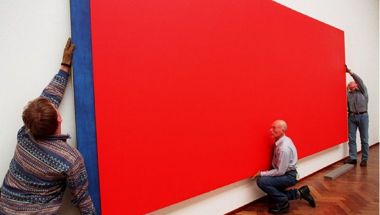 Het doek Who's Afraid of Red, Yellow and Blue van Barnett Newman in 1997. Beeld anp