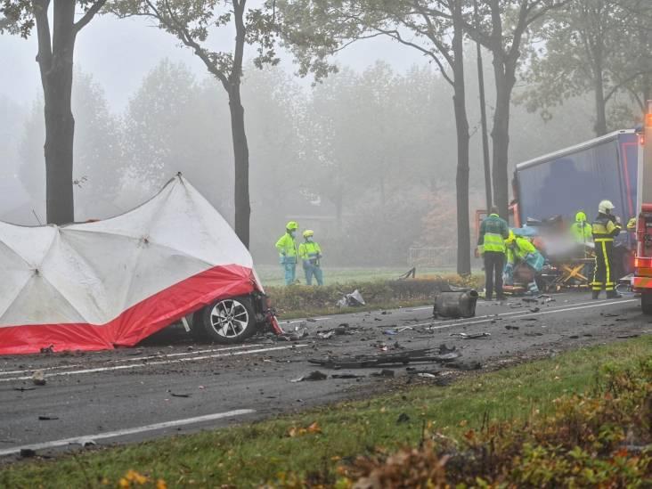Dodelijk slachtoffer bij frontale botsing op weg tussen Effen en Rijsbergen: N263 dicht