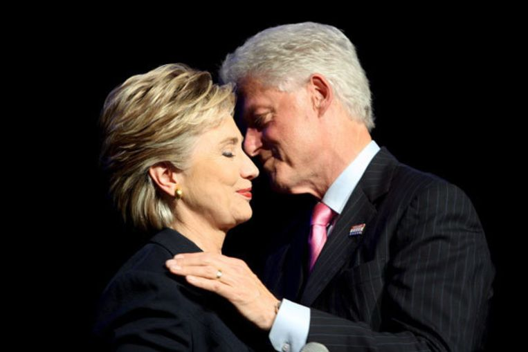 Bill Clinton wil er alles aan doen om zijn vrouw Hillary een post te bezorgen. Foto EPA Beeld
