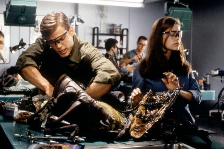 Casper Van Dien en Denise Richards in Starship Troopers. Beeld Corbis via Getty Images