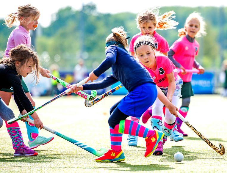 Bij kinderen is de afname in beweging het grootst: in de categorie 6 tot 12 jaar ging het om een verlies van liefst 35 procent . Beeld Klaas Jan van der Weij