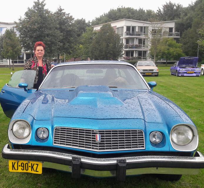 Een van de vele oldtimers die zich zondag lieten zien in Zevenbergen: de Chevrolet Camarro LT uit Klundert.
