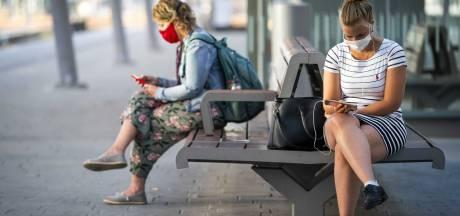 Eerste werkdag met volledige dienstregeling: reizigers dragen verplicht mondkapjes