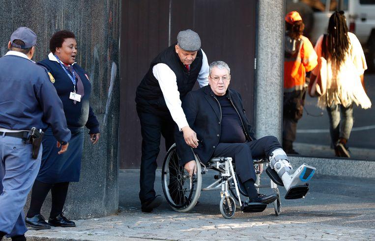 Zakenman Guus Kouwenhoven arriveert in mei 2018 bij een gerechtshof in Kaapstad, Zuid-Afrika, om zijn uitlevering aan Nederland wegens oorlogsmisdaden aan te vechten. Beeld EPA