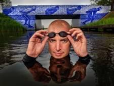 Bacterie in het water: Van der Weijden zwemt monstertocht alleen