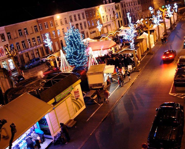 Van vrijdag 13 tot zondag 15 december kan je op de kerstmarkt op het Stationsplein genieten van lekkere hapjes, warme dranken en allerlei geschenkjes.