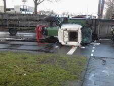 Tractor met aanhanger gekanteld in Eindhoven