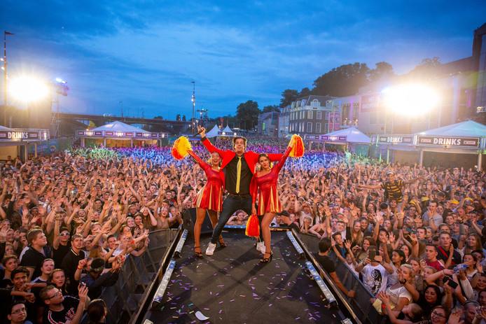 De Snollebollekes sluiten de Vierdaagsefeesten op de Waalkade af.
