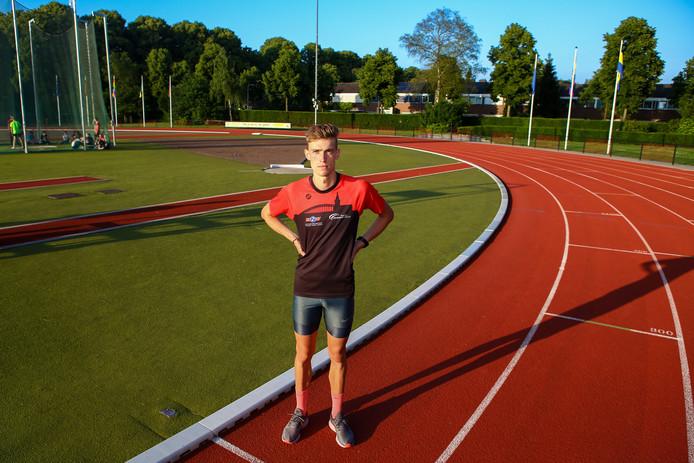 Mike Foppen op de atletiekbaan in Nijmegen.