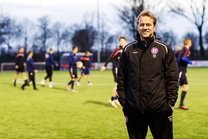 Amsterdammer Tonnie Bras is sinds februari 2016 trainer van tweedeklasser FC Abcoude.
