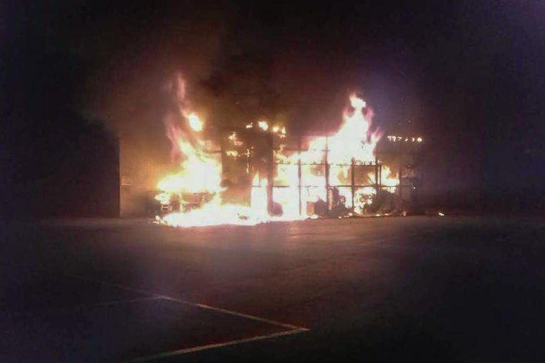 De opslagplaats ging volledig in de vlammen op.