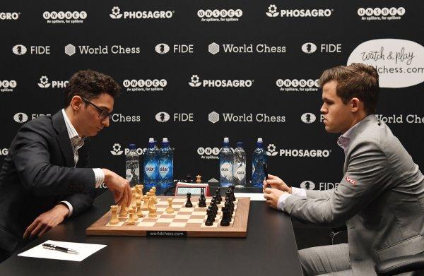 Ook de vijfde keer kan Caruana kampioen Carlsen niet verschalken, de balans blijft