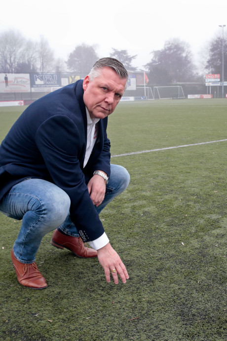 Spelers lopen weg bij vv Hellevoetsluis vanwege 'gevaarlijk' voetbalveld