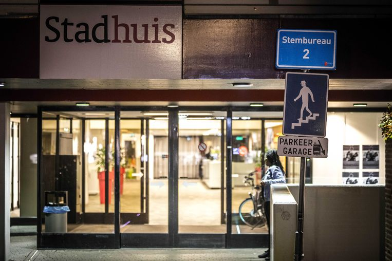 Alle stembureaus in Nijmegen waren gisteren om half tien gesloten. Beeld anp