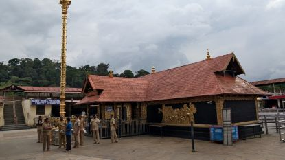 Derde vrouw betreedt Indiase hindoetempel Sabarimala