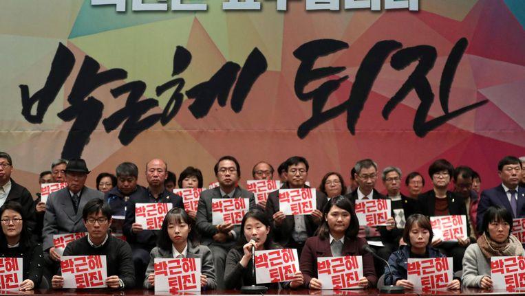 Een van de protesten tegen de invloed van Choi op Park. Beeld epa