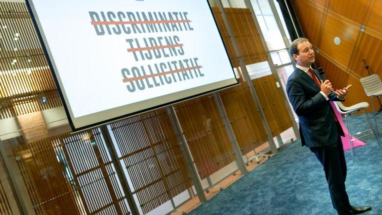 Minister Lodewijk Asscher van Sociale Zaken tijdens het startsein voor een campagne tegen arbeidsmarktdiscriminatie. Beeld anp