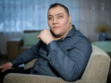 Tunahan krijgt een oog dankzij crowdfunding: 'Ik ben vergeten hoe mijn ouders eruitzien'