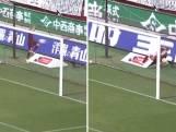 Sterspeler Iniesta valt over reclamebord