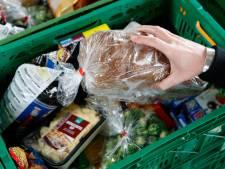 Rode Kruis helpt Zwollenaren in coronanood met  boodschappenbon en voedselpakket