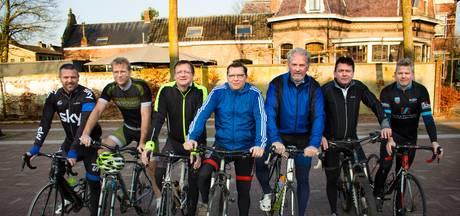 Vedetten Willem II en Trappers fietsen op Ventoux geld bijeen voor voetbalproject in Rio
