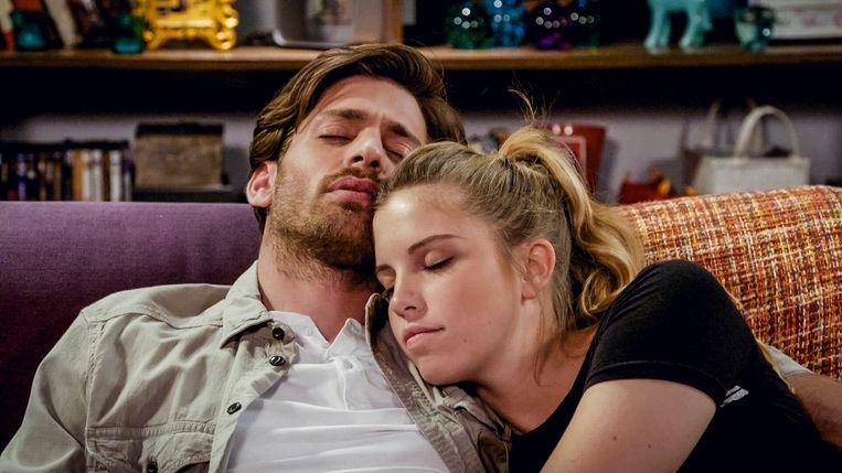 Vincent Banic (Guido) en Bab Buelens (Emma) in 'Familie'.