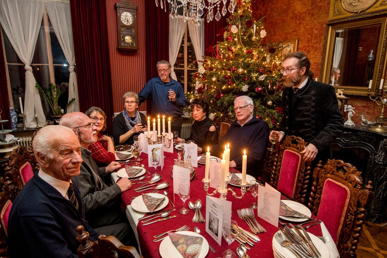 Alleenstaanden zijn welkom bij Ellen en Marcel Deelen (foto rechts) in Fijnaart om het kerstfeest te vieren.