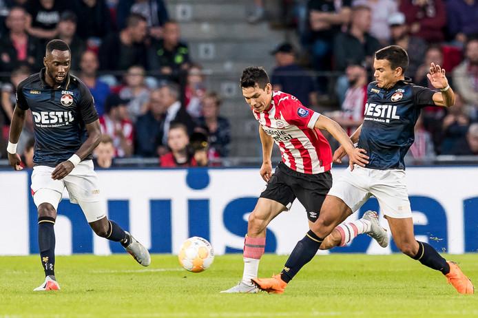 Atakan Akkaynak (r) krijgt mogelijk weer een basisplaats bij Willem II.