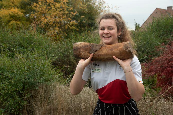 Gewichthefster Nina Sterckx (16) uit Laarne verbeterde al heel wat Belgische records.