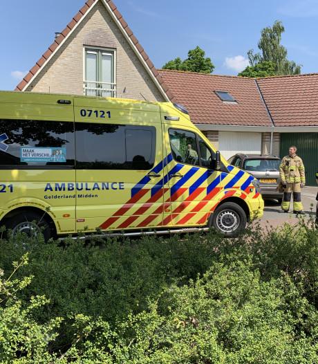 Bewoner ademt rook in bij keukenbrand in Nijkerk