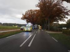 Motorrijder gewond naar ziekenhuis na aanrijding met automobilist op N271