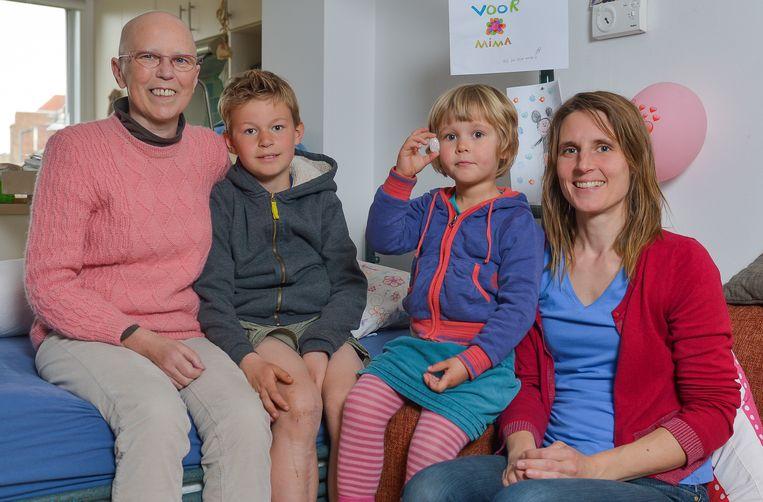 Marleen, haar vrouw Evelyne en hun kinderen Florijn en Janna.
