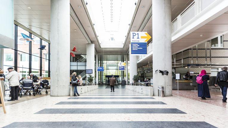 De hal van het OLVG-ziekenhuis in Amsterdam-Oost Beeld Eva Plevier