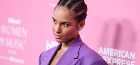Avec ce manteau, Alicia Keys confirme la tendance de cette saison