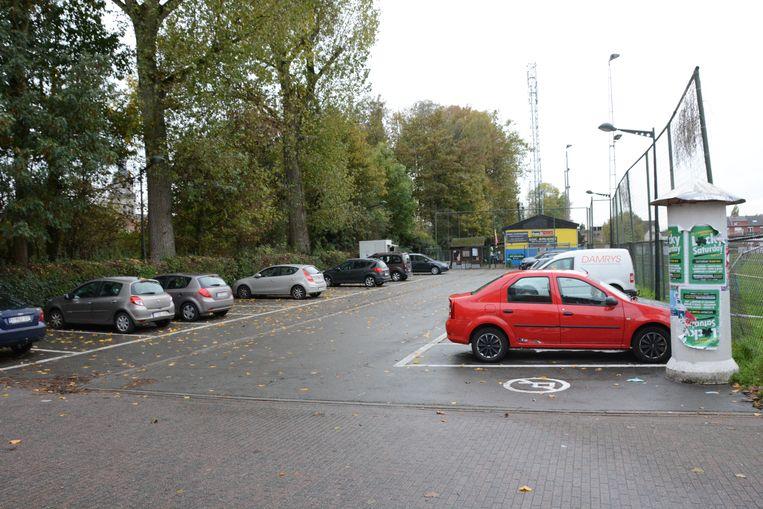 De feiten gebeurden op de parking van KOFC Rupelmonde in de Kouterstraat