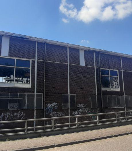 Vervallen garage bij station Gouda krijgt straks nieuwe bestemming: tientallen woningen