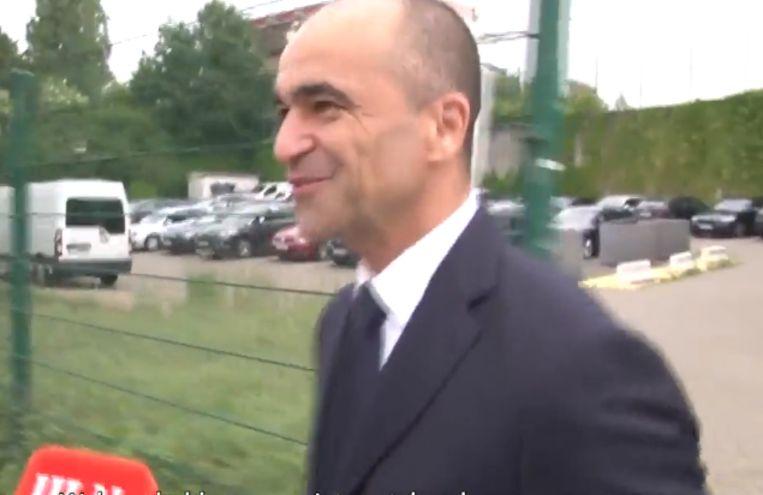 De bondscoach bij aankomst aan het Bondsgebouw.