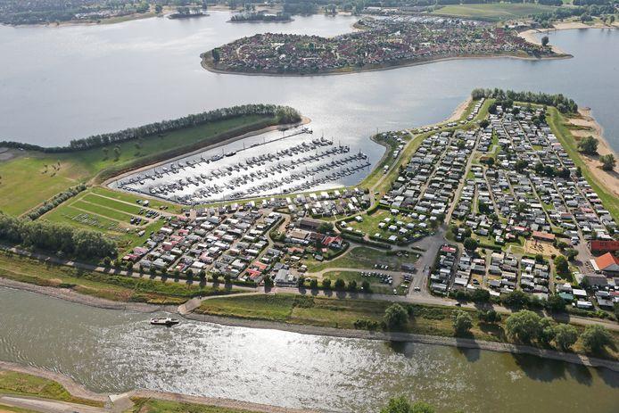 Recreatiegebied Rhederlaag vanuit de lucht.