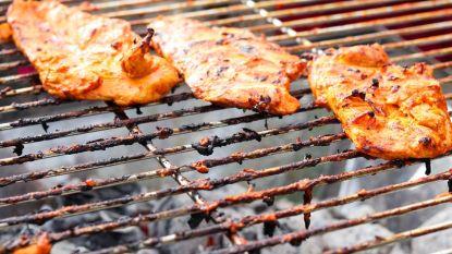 Smeulende barbecueresten in vuilniszak veroorzaken brandje in garage
