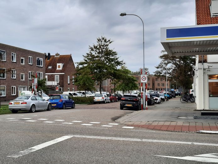 De Verlengde Van Dishoeckstraat grenst aan het nieuwe gebied voor vergunningparkeren.