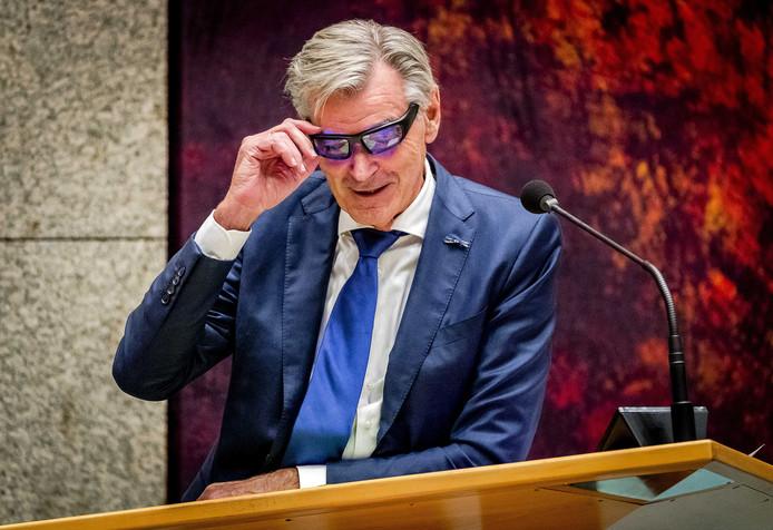 Kamerlid Martin van Rooijen droeg een lichtbril om fit te blijven tijdens zijn urenlange betoog.