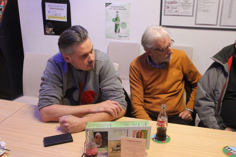 Overlever David Van De Steen en Eddy Nevens, de politieagent die op de vluchtauto van de Bende van Nijvel schoot bij de aanslag in Aalst, tijdens de vergadering over de witte mars.