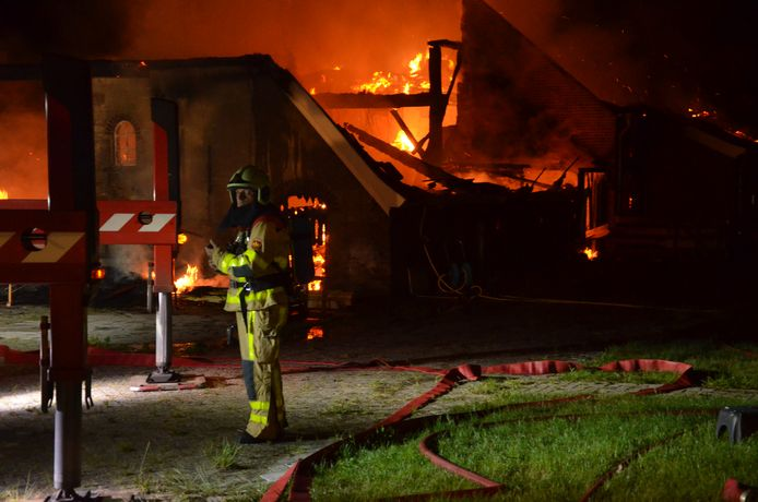 Brand  in een boerenschuur met woning aan de Wierssebroekweg in het buitengebied van Vorden.
