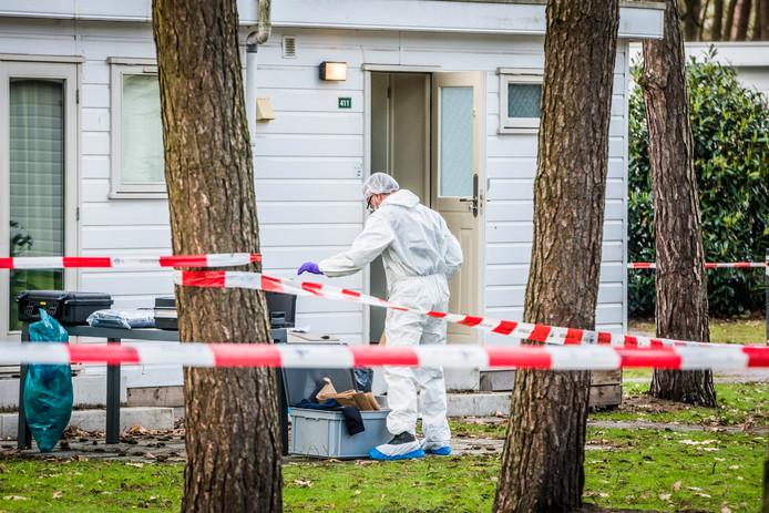 De politie deed vrijdag uitgebreid onderzoek in een vakantiehuis op 't Wolfsven in Mierlo nadat daar een stoffelijk overschot was gevonden.