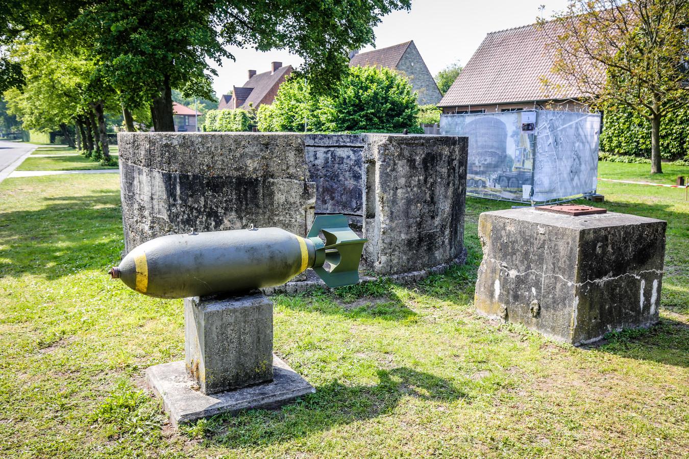 Brugge 75 jaar na het bombardement te St Michiels: bom die teruggevonden werd bij de bouw van een appartement, achteraan mitrailleursnest