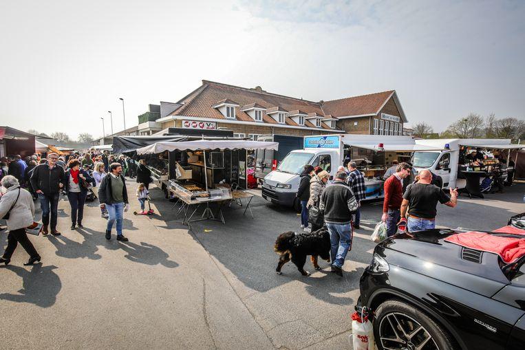 Zondagsmarkt aan de veemarkt te Brugge