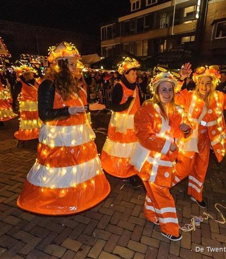 Lichtparade Hengelo trekt duizenden kijkers