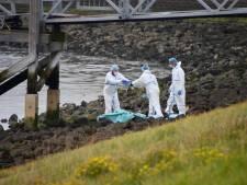 Vissers ontdekten dode man bij de Oesterdam. 'Die moet hier gedumpt zijn door criminelen'