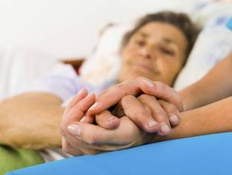 Je ouder wordt ziek en dan? Zo vermijd je burn-out bij mantelzorg